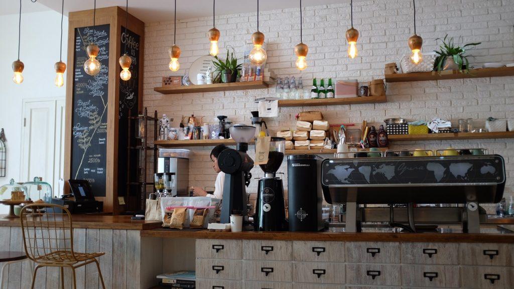 期間工からカフェ