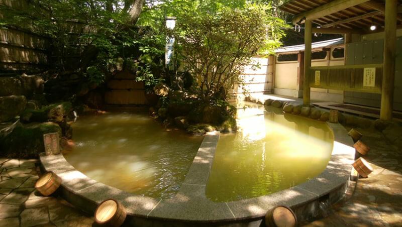 スバル期間工源泉かけ流し温泉